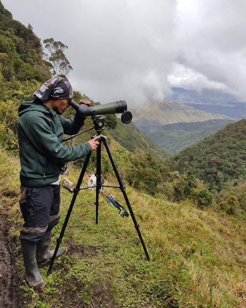 El autor busca aves en Parque Nacional Llanganates, Ecuador | ©Carlos Diaz